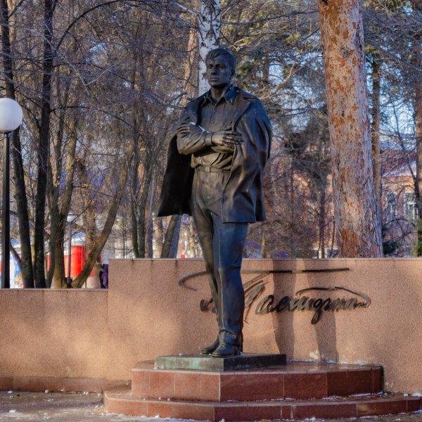 Памятник Б. Л. Пастернаку, Жанровая скульптура,  Чистополь