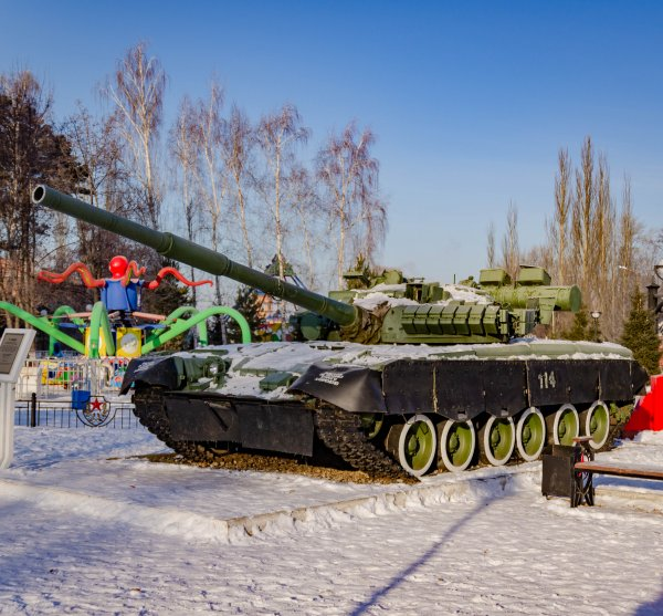 Танк Т-80бв, Жанровая скульптура,  Чистополь