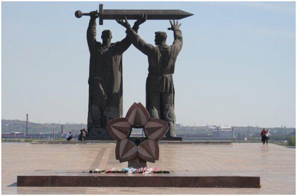 Тыл — фронту,монумент,Магнитогорск