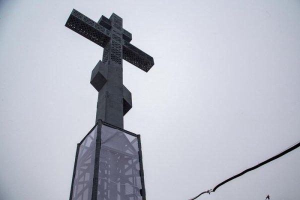 Скульптура 47-метровый поклонный крест на вершине Дрокинской горы в Красноярске,Достопримечательности Красноярска,Красноярск