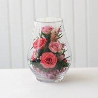 Розовые розы в среднем бутоне