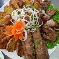 Люля-кебаб с шашлыками и картофелем
