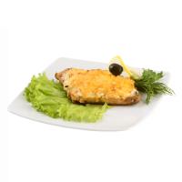 Горбуша под овощами (морковь, лук, сыр)