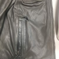 Реставрация разрыва кожаной куртки в районе кармана