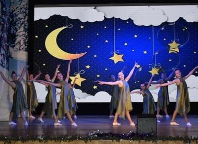 Концерт хореографического ансамбля «Крапинки» -«С танцем по...