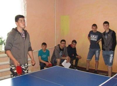 «Спортивные баталии: турнир понастольному теннису»