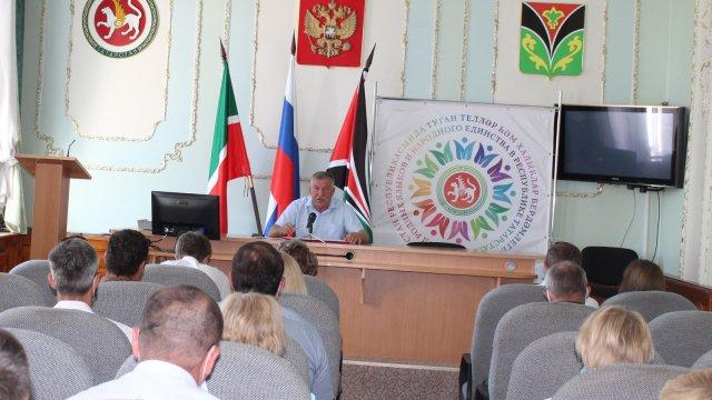 Глава Лениногорского района Рягат Хусаинов на планерке выделил основные задачи для работы на предстоящую неделю
