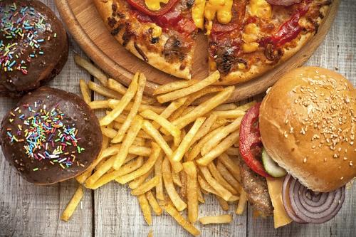Ученые рассказали, какая еда наиболее вредна для детей