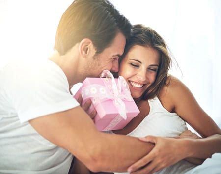 Почему одним женщинам дарят подарки, а другим нет?