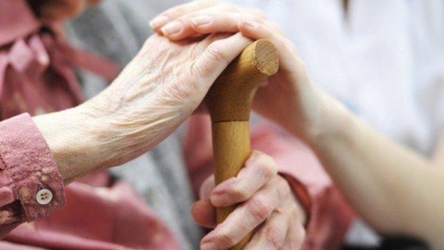 Встретить старость в окружении близких людей помогает национальный проект «Демография»