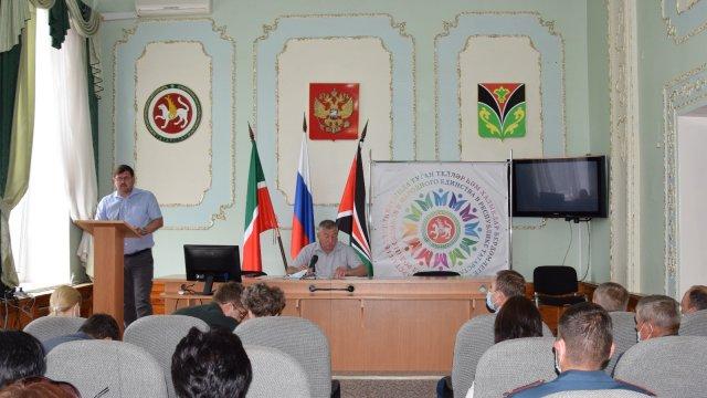 Глава Лениногорского района Рягат Хусаинов провел совещание по текущим вопросам