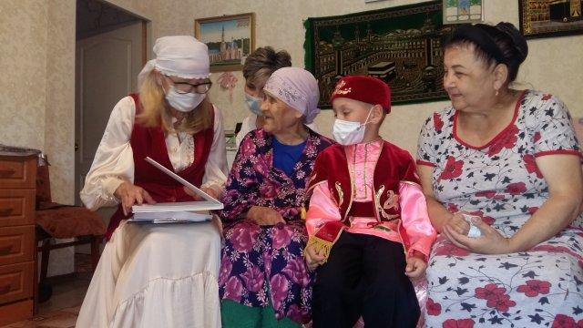Литературная минутка «Читаем татарских поэтов» в Лениногорском Центре социального обслуживания «Исток-Башлангыч»