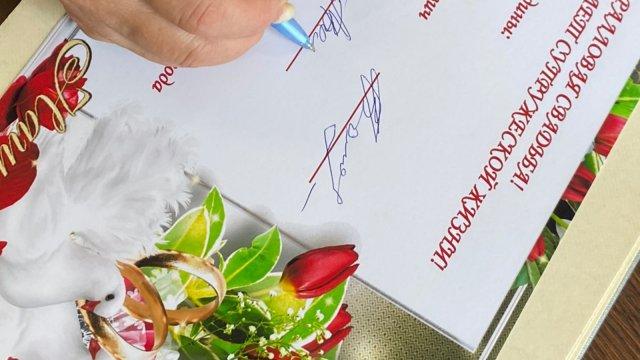 фото В Лениногорске состоялось чествование юбиляров супружеской жизни супругов Володиных