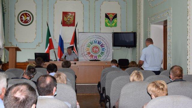 Глава Лениногорского района Рягат Хусаинов на «деловом понедельнике» выделил основные задачи на предстоящую неделю