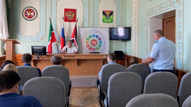 Глава Лениногорского района Рягат Хусаинов на «деловом понедельнике» выделил основные задачи для работы на предстоящую неделю