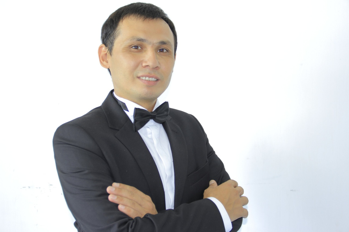 Тамада-организатор на двух языках