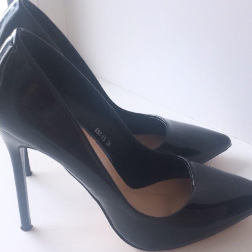 Продам туфли чёрные лакированные