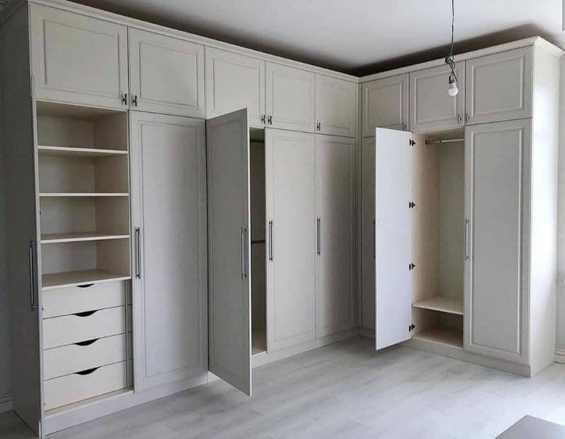 Шкафы в классическом стиле ,