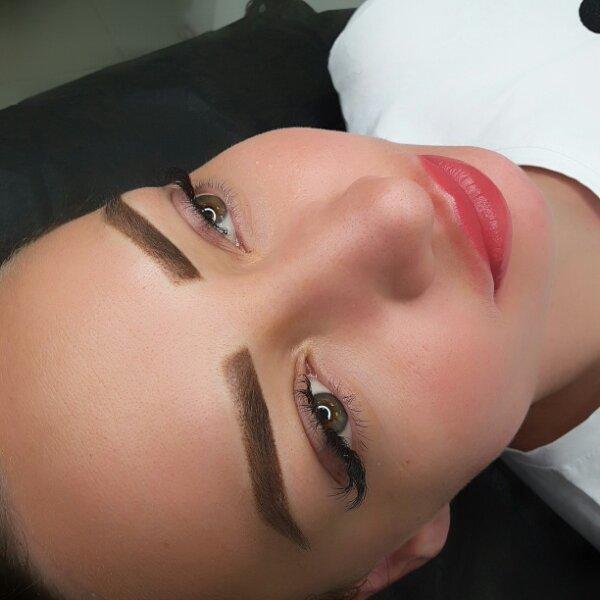 Перманентный макияж, Салон красоты