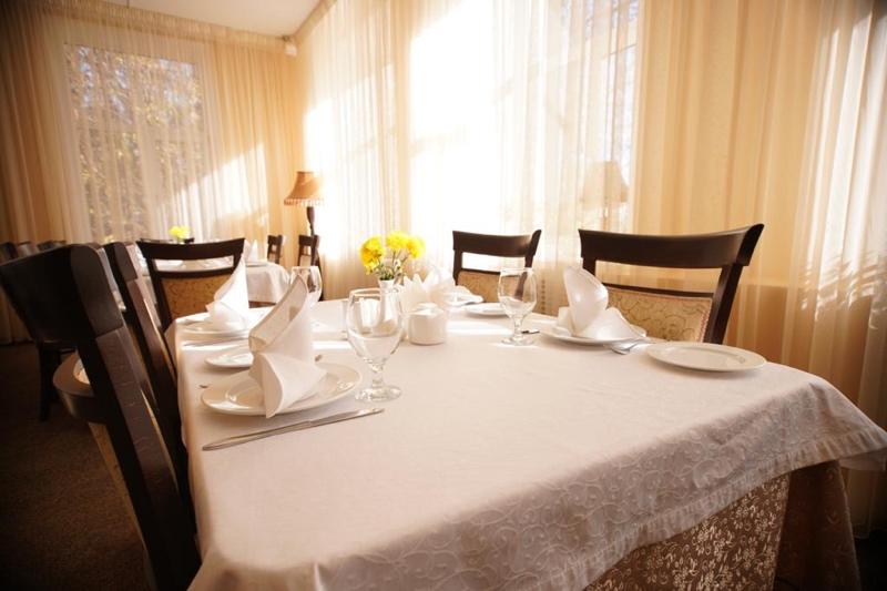 Приглашаем в уютную атмосферу ресторана отеля « Гранд-Кавказ»