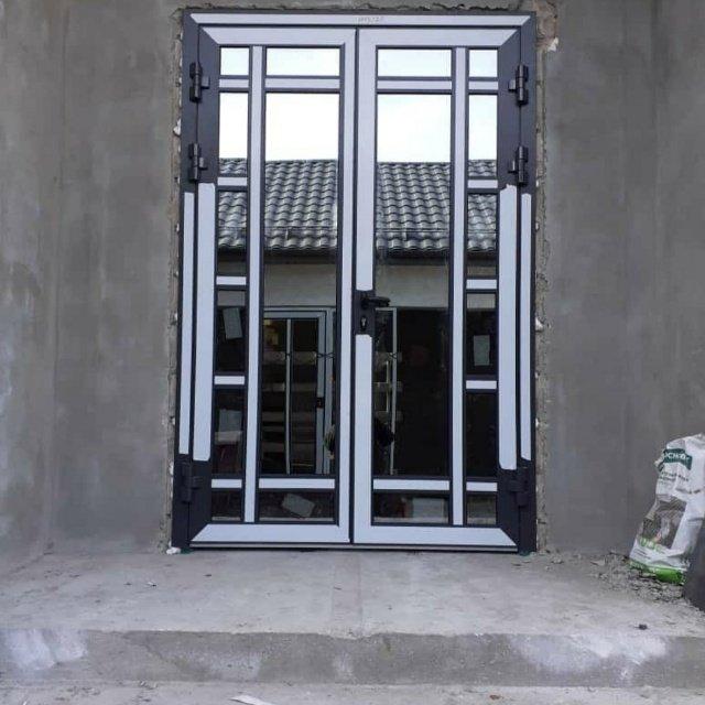 Входная дверь из теплого алюминиевого профиля