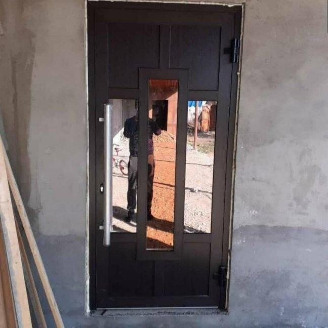 Дверь из теплого алюминиевого профиля