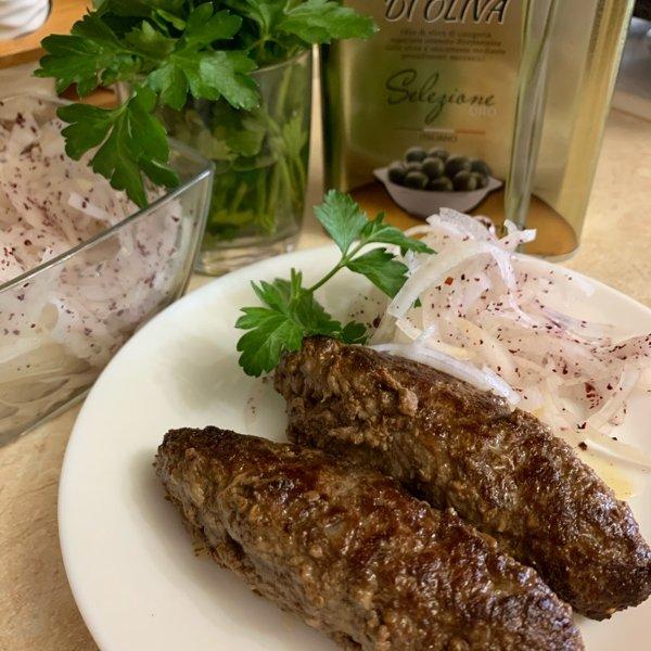 Люля-кебаб с луковым салатом .!Порция из 2  штук 150 руб