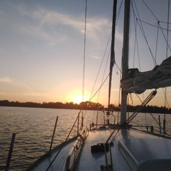 Восхитительные закаты на белоснежной парусной Яхте Polli