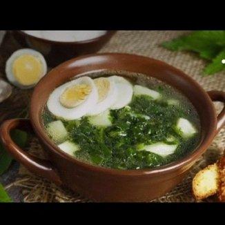 Зелёный борщ с молодой весенней зеленью и сметанкой -это сплошные витамины! Давайте питаться правильно!