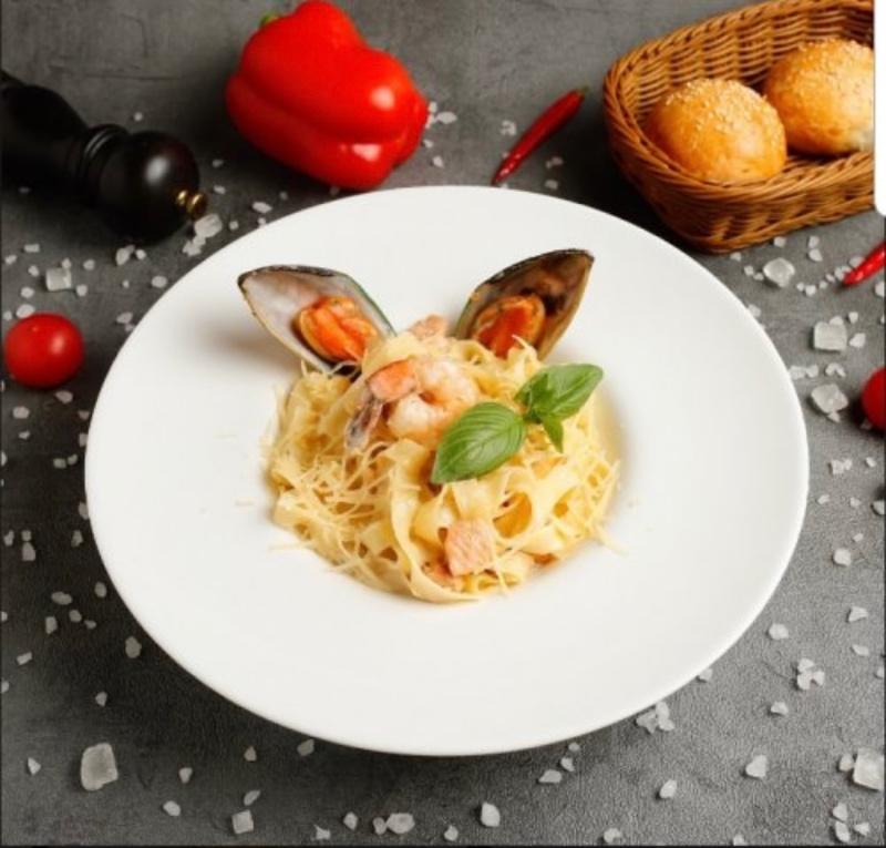 Феттучини с морепродуктами в сливочном соусе