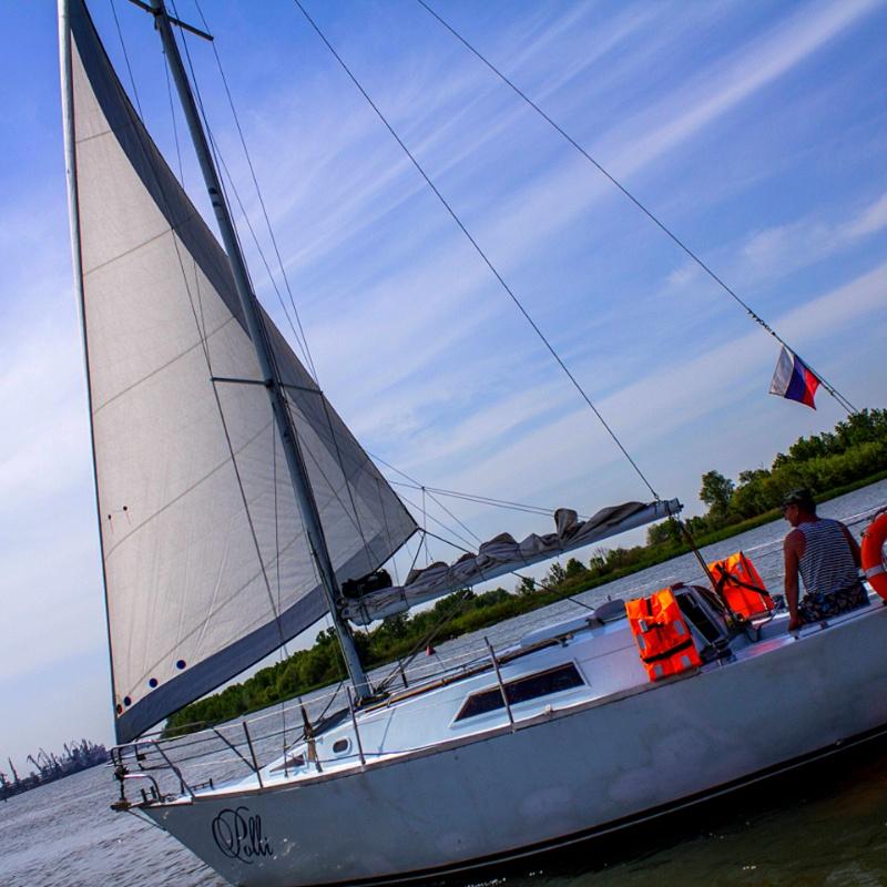 Парусная яхта порадует Вас и в пасмурную погоду!