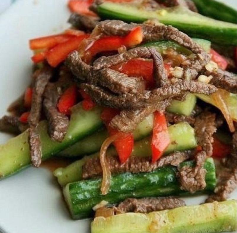 Салат из битых огурцов с пряной говядиной!