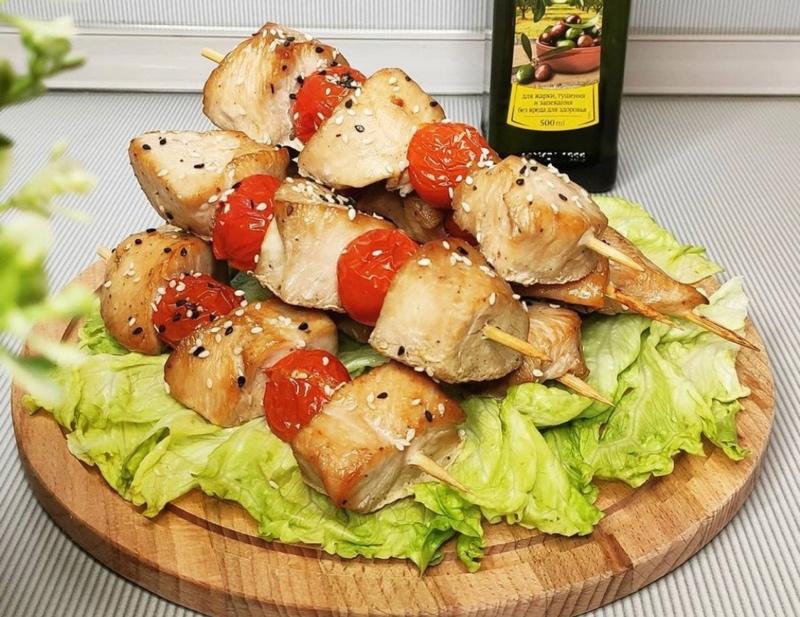 Для наших гостей сегодня будем готовить филе индейки в медово-соевом маринаде👍Остальные компоненты маринада- секрет шефа🤔(150р)