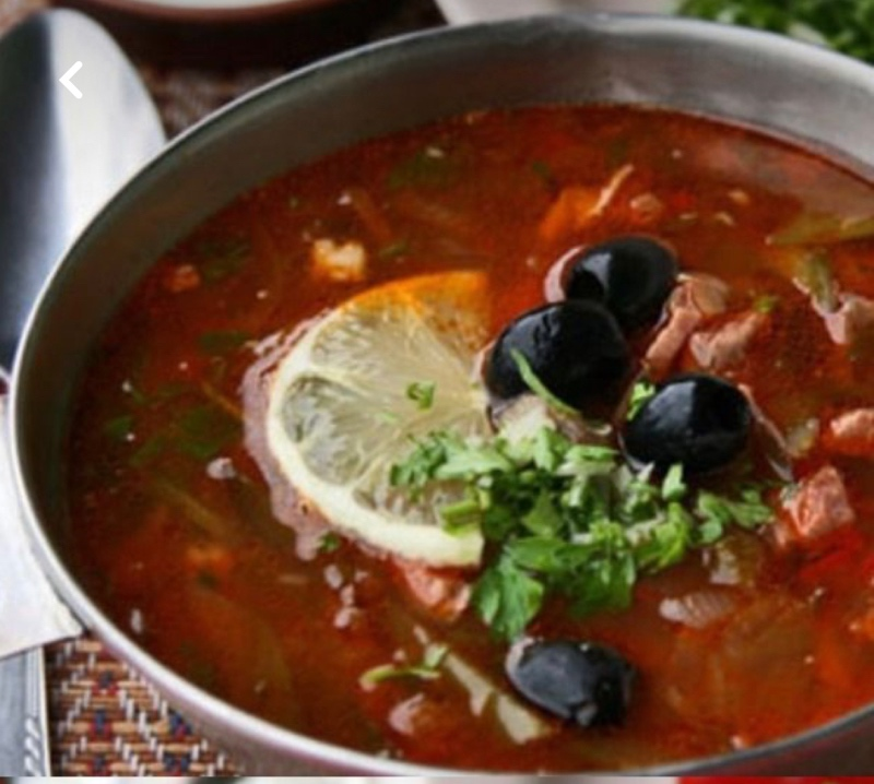 Соляночка очень популярное блюдо, но у каждого повара свой секрет , но греческие оливки и лимончик обязательный ингредиент ( 150 р)