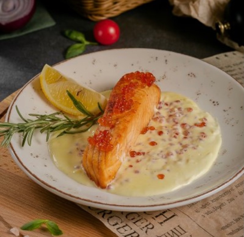 Сёмга в сливочно-икорном соусе