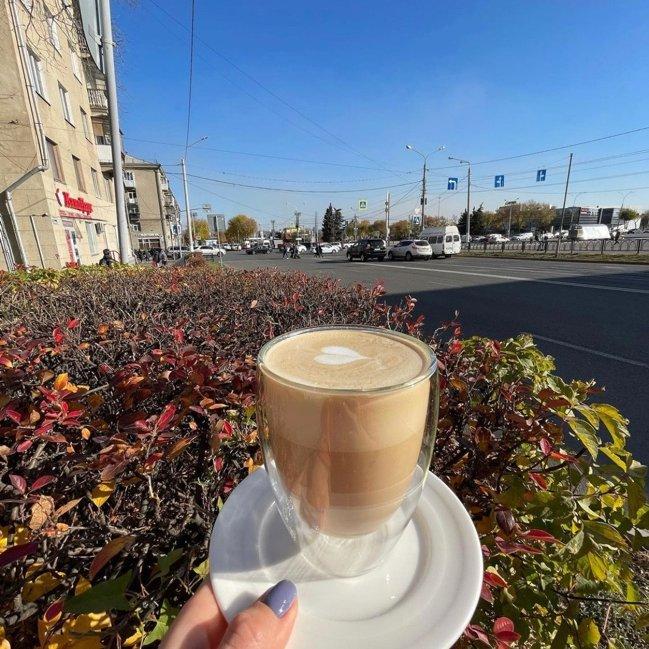 Чашечка ароматного кофе в осенний день !